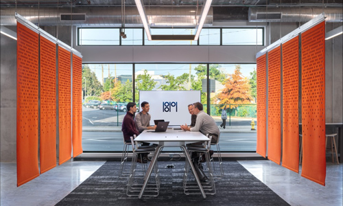 Two researchers collaborate in the 1819 Innovation Hub