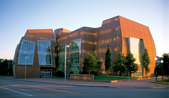 Exceptionnel Architect Frank Gehryu0027s Curvaceous Vontz Center For Molecular Studies  Occupies The Grassy Lot On Martin Luther King Drive At The Gateway Into UCu0027s  Academic ...