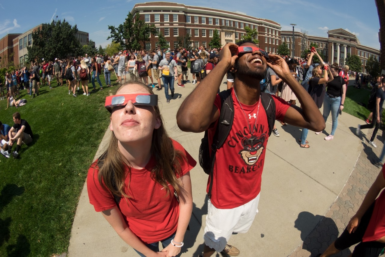 Students observe eclipse on campus