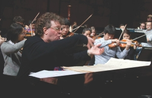 Edelman rehearses with CCM students for a campus concert in 2013.