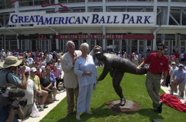 Tsuchiya got to spend some time with Joe Nuxhall during the unveiling of the former player and radio announcer's statue in 2004. photo/Greg Rust