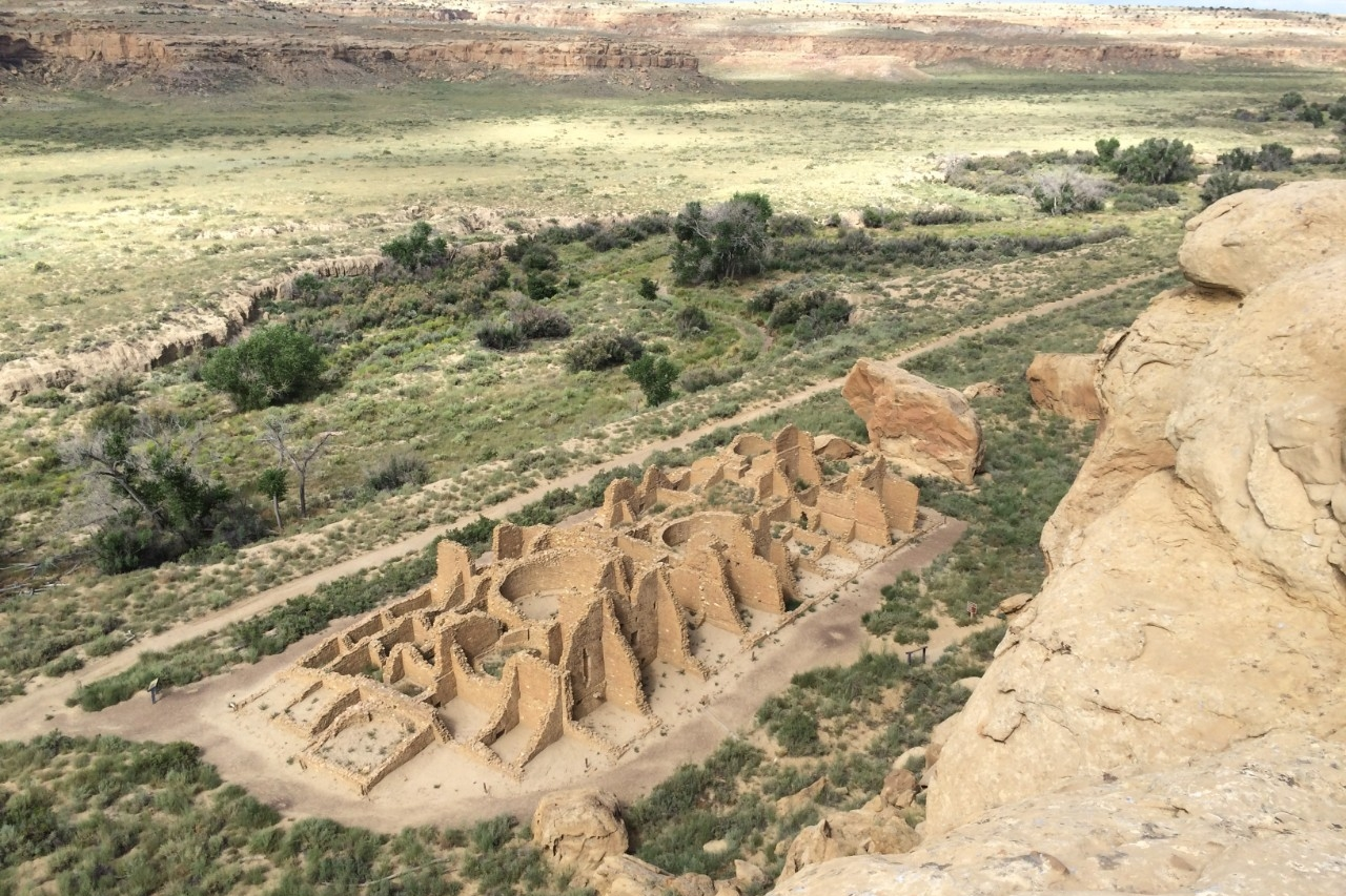 A view of the Kin Kletso great house from atop a mesa at Chaco Canyon. (Photo by Samantha Fladd)