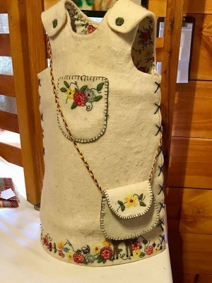White wool children's jumper with floral embroidery and matching purse