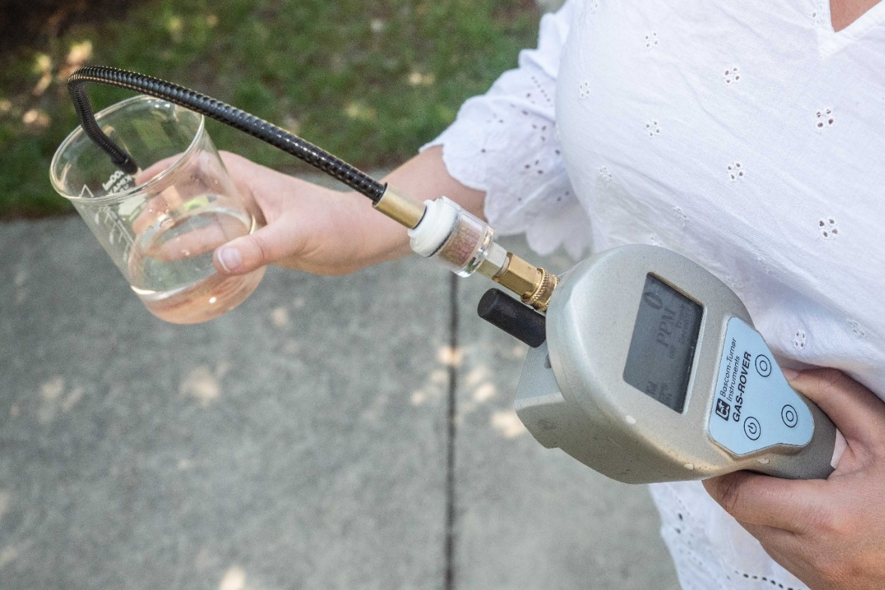A portable device can quickly detect the presence of methane in water.