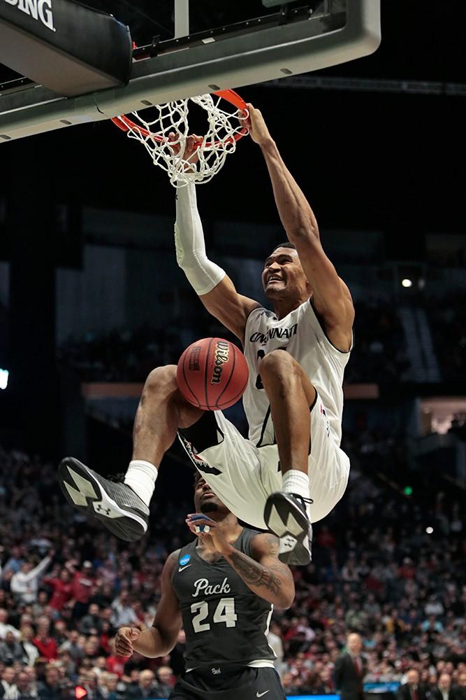 Kyle Washington dunks