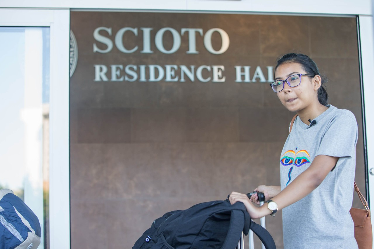 Pranita Dhungana moves into Scioto Hall before classes start in August. Photo/Andrew Higley/UC Creative Services