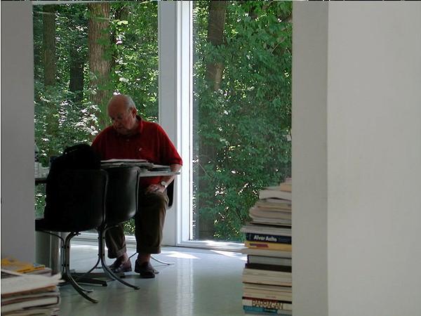 David Niland inside his home in 2006.