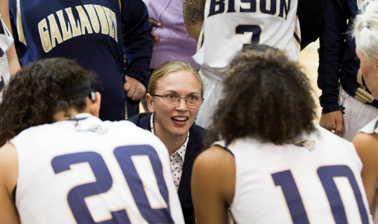Gallaudet women's basketball coach Stephanie Stevens in the center of his team giving instructions.