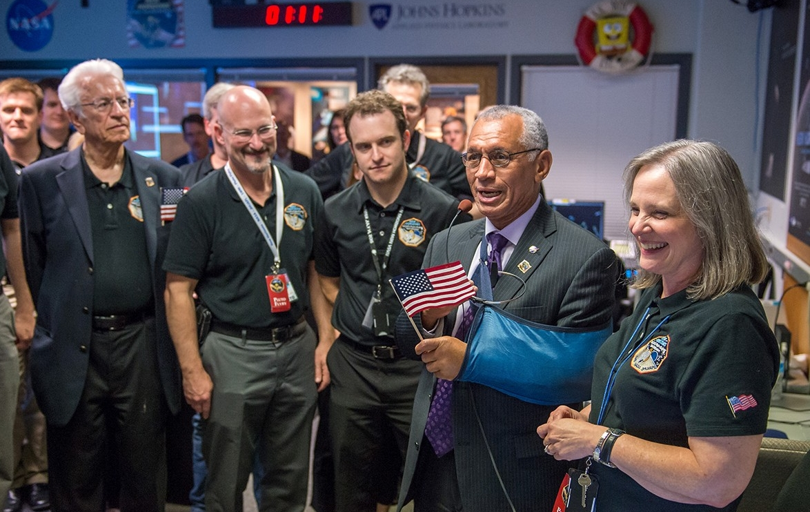 New Horizons team celebrates