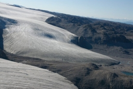 The white surface is the ice cap, while glaciers have not covered most of the dark brown areas in 11,000 years.  photo/Thomas Lowell