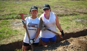 Allison Ng and another student working in El Salvador