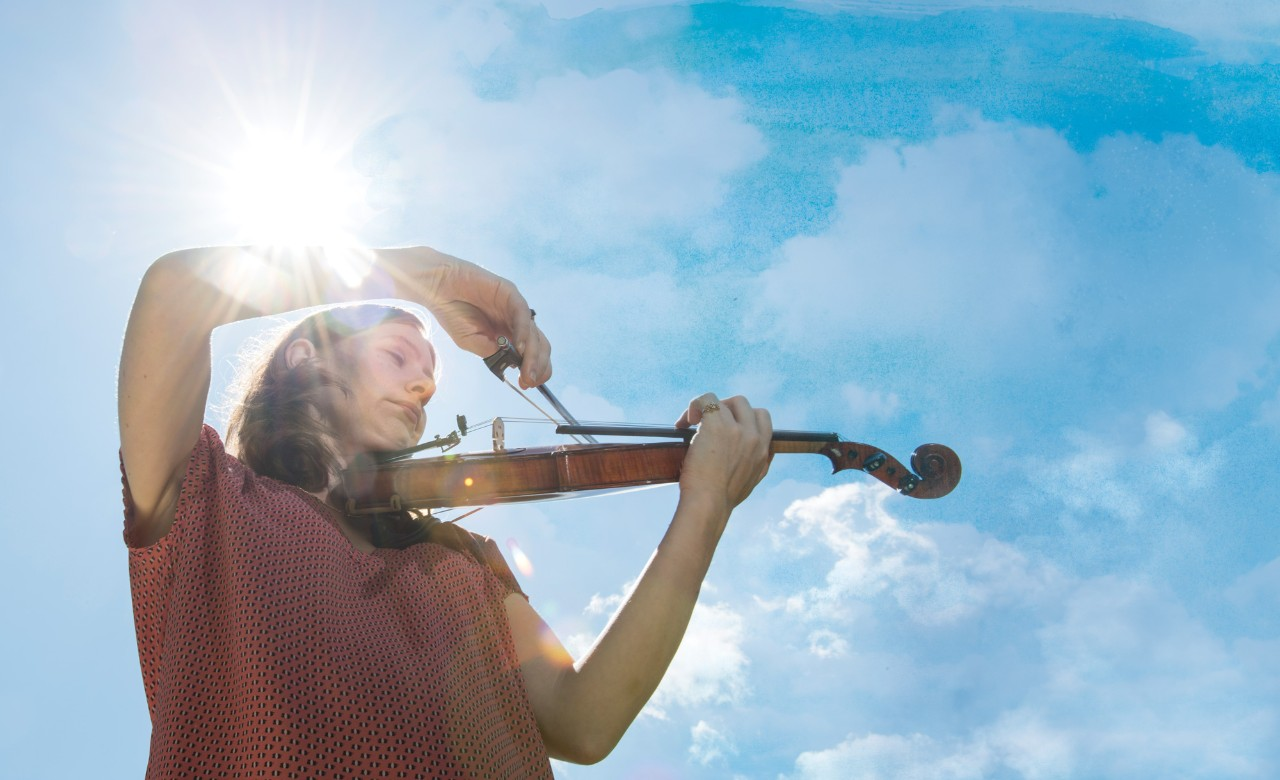 Bethany Yeiser plays violin outdoors