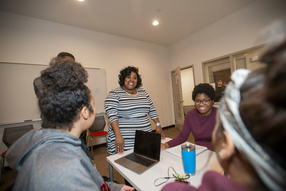 LaShayna Murray talks with Gen-1 students at UC