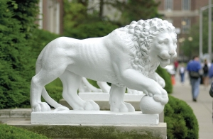 Image reveals UC's white stone lions called Mick and Mack.