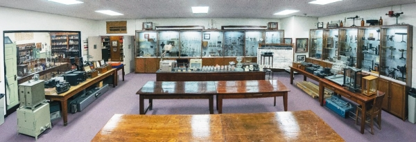 Oesper Museum of Chemical Apparatus contains roughly 4,000 artifacts spanning the period from 1650-1970. It is also one of only five museums in the U.S. with a complete 19th century laboratory.