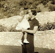 Evelyn Venable holding daughter Dolores as a baby.