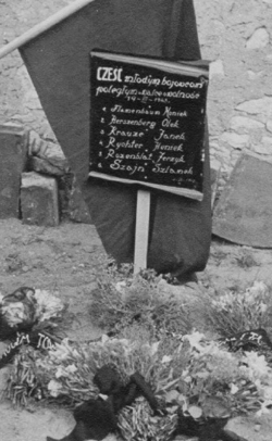 A handmade sign commemorates the six Jewish resistance fighters killed in the Czestochowa Jewish cemetery in 1943. Sigmund's brother, Jerzyk, is listed second from the bottom.
