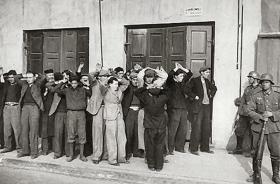 Jewish men arrested on the street of Czestochowa.