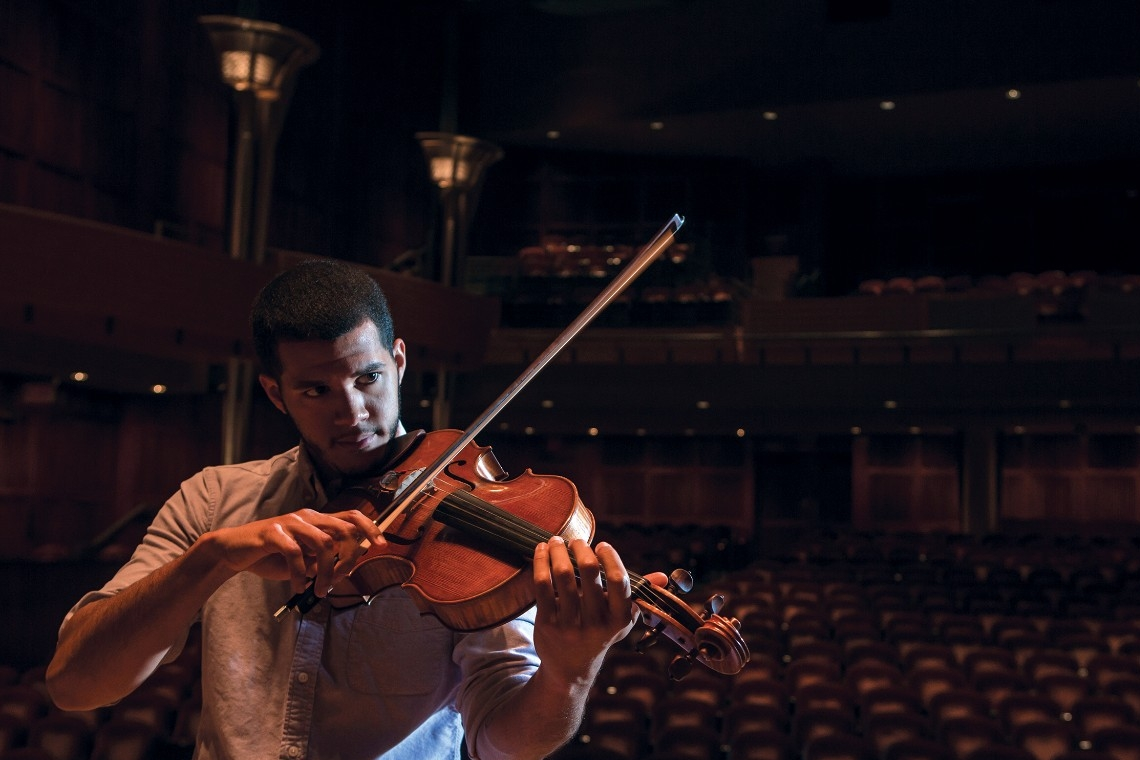 Emilio Carlo plays his viola
