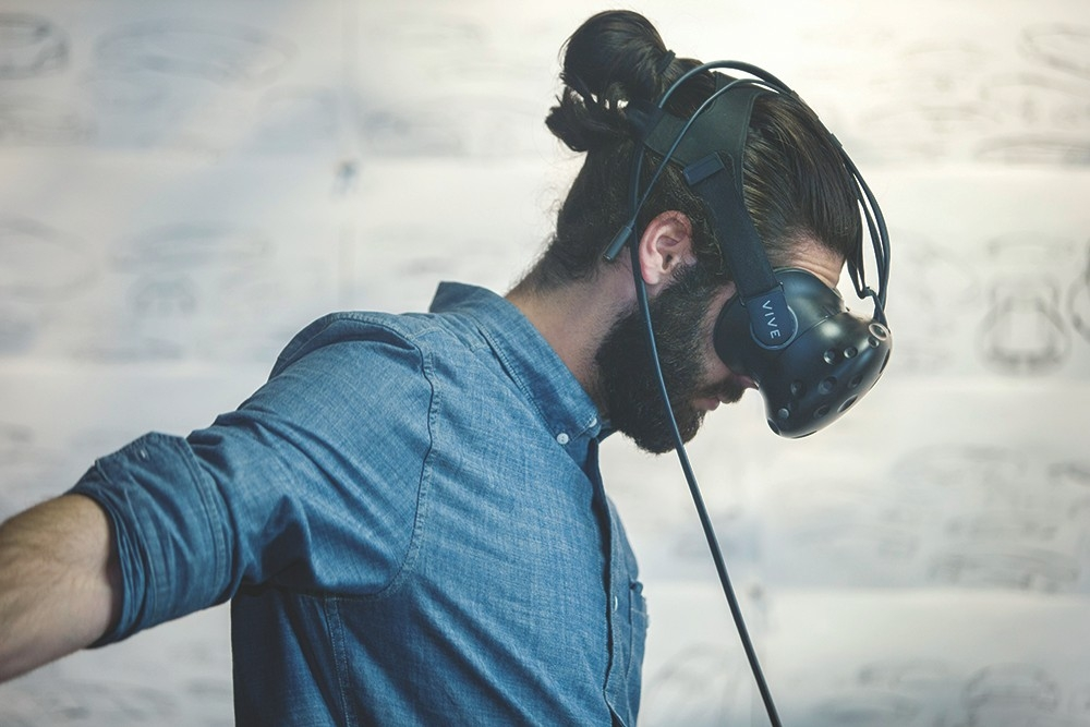 DAAP student Joseph Boniface wears virtual reality headset