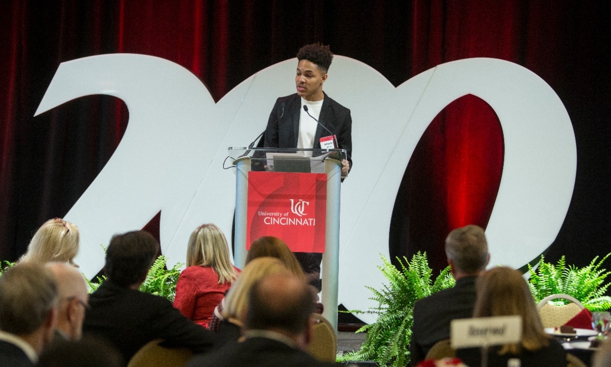 Alberto Jones addresses a University of Cincinnati Bicentennial gathering