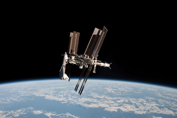 shuttle docking space station