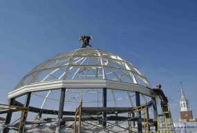 metal framework of the new dome