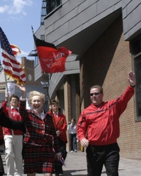 UC President Nancy Zimpher and new UC football coach Brian Kelly lead this year's MainStreet Stride across campus.