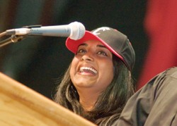 Fewer than two years after being crowned UC's Homecoming queen, Smriti Srivastava shared some Bearcat-for-life perspectives with incoming freshmen. In 2003, she was crowned along with Homecoming king Rob Reinerman, Bus '04.